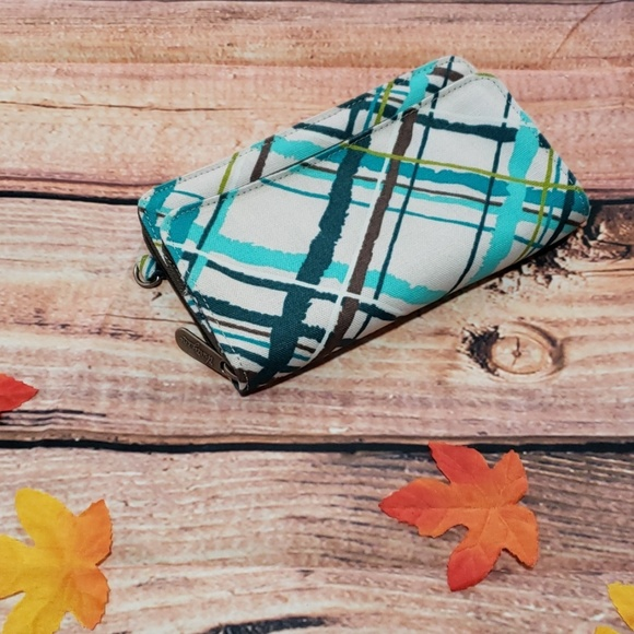 thirty-one Handbags - New thirty-one wristlet wallet